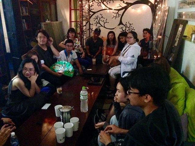HCMC国際大学の学生たちと-r.jpg