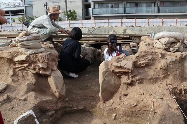 9月14日 奈良県立美術館北 発掘現場見学-r.jpg