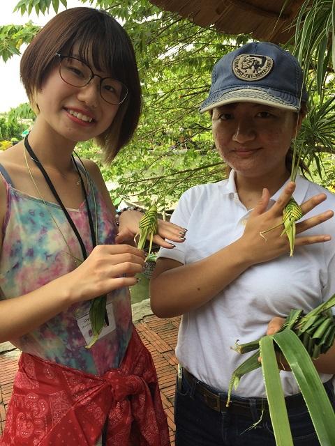 Cam Than Watter Coconutの葉で作られたおみやげ-r.jpg