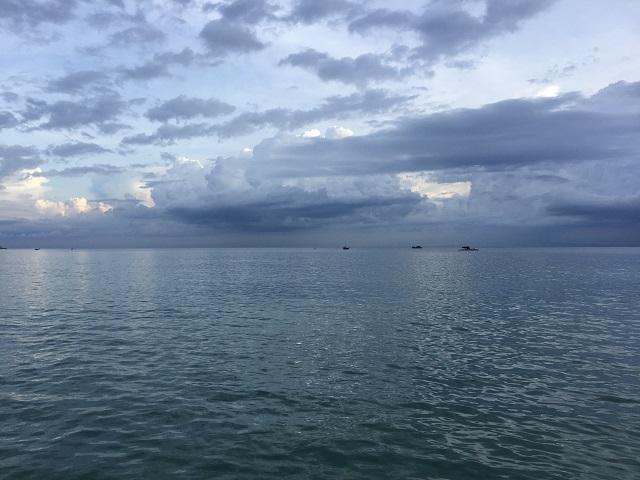 25日 チャム島の海-r.jpg