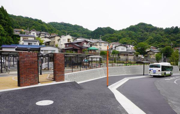 1_busstop.jpg